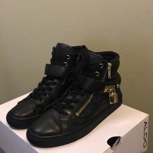 All Black (gold detailing) Aldo Fasnacht sneaker